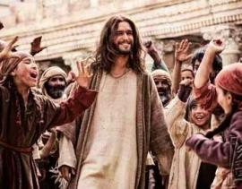 Crowds-love-Jesus1